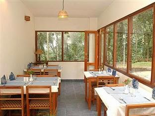 simple and clean resorts in munnar , glenmore reosrts very nice , cardamom cottages , resorts and cottages in munnar , car parking , honeymoon packages ,munnar kerala