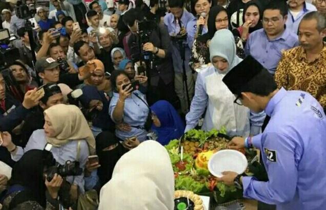 Mendengar Kisah Haru Suka Duka Sandi Keliling Indonesia, Petinggi Gerindra Ini Menangis