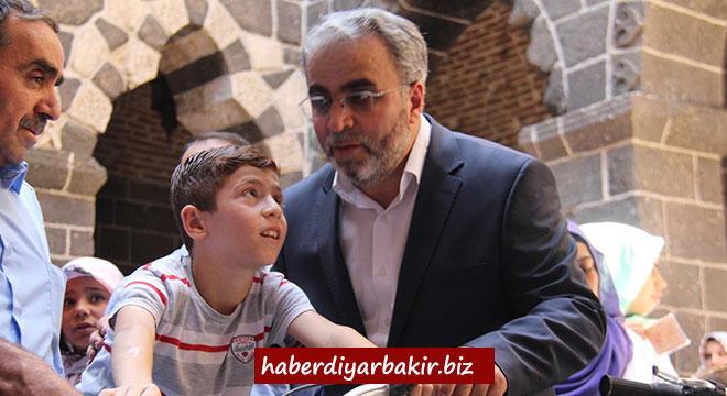 Diyarbakır Sur'da Kur'an kursu öğrencilerine bisiklet hediye edildi
