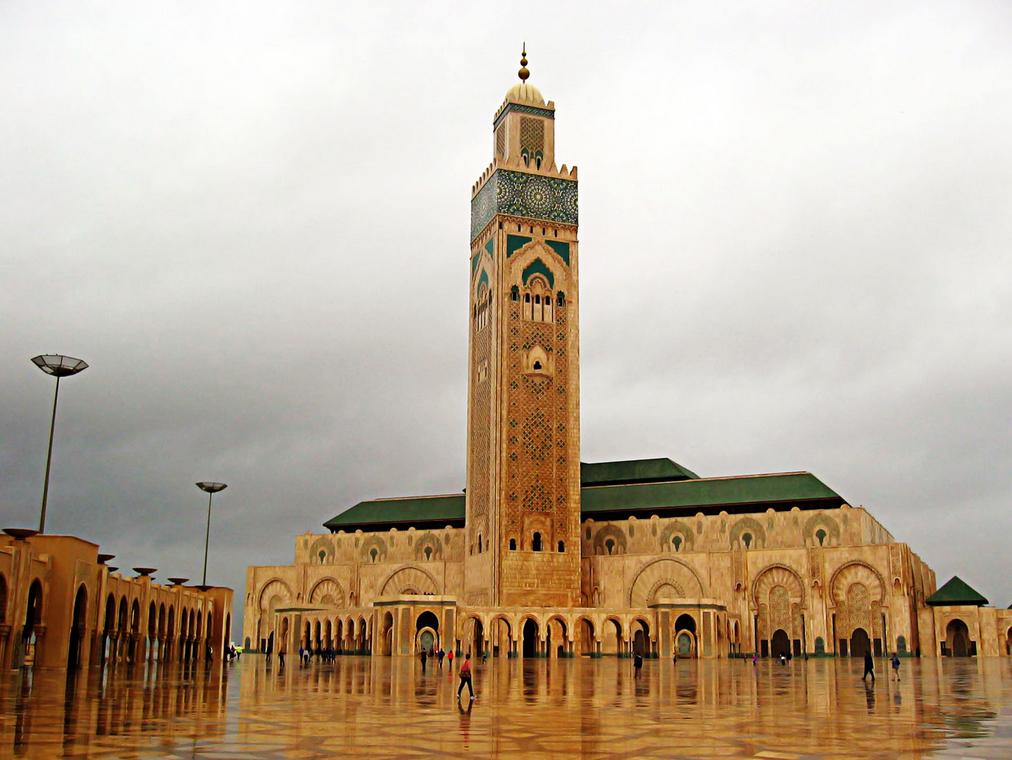 muslim mosque بِسْمِ اللهِ الرَّحْمٰنِ الرَّحِيْمِ (in the name of god, the most gracious, the most merciful.