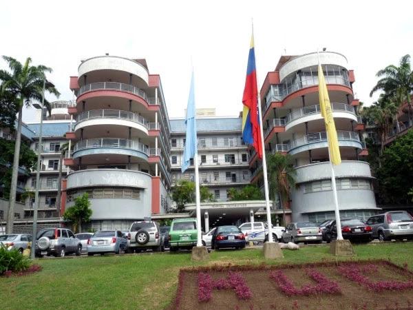 Denuncian que en el Hospital Universitario de Caracas hay más chiripas que comida (Fotos)