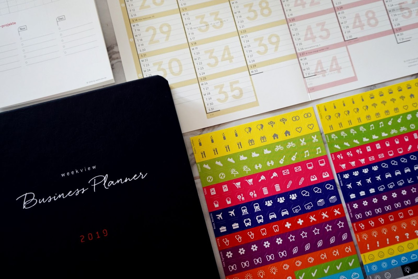 HOW TO FOCUS ON YOUR GOALS AND BUSINESS WITH WEEK VIEW INTERNATIONAL BUSINESS PLANNER