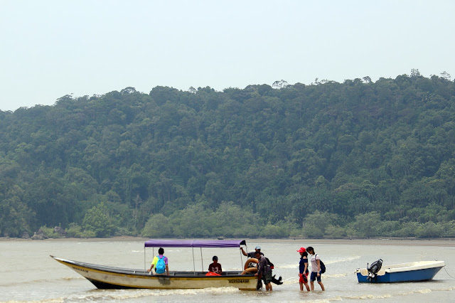 Boat yang digunakan untuk ke Bako National Park