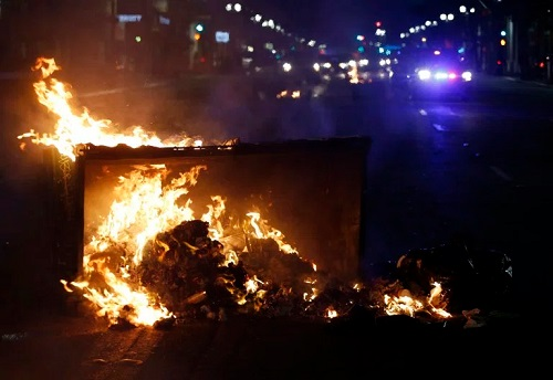 Violent Protest, Rioting Breaks Out Over Trump's Shocking Victory Outside White House, American Flag Ablaze; Photos + Video