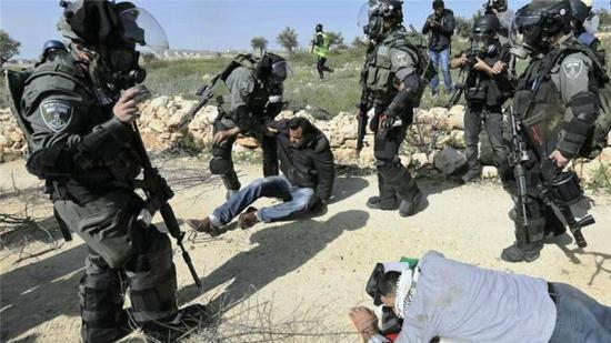Israel Tangkap Jurnalis dan Aktivis HAM Palestina