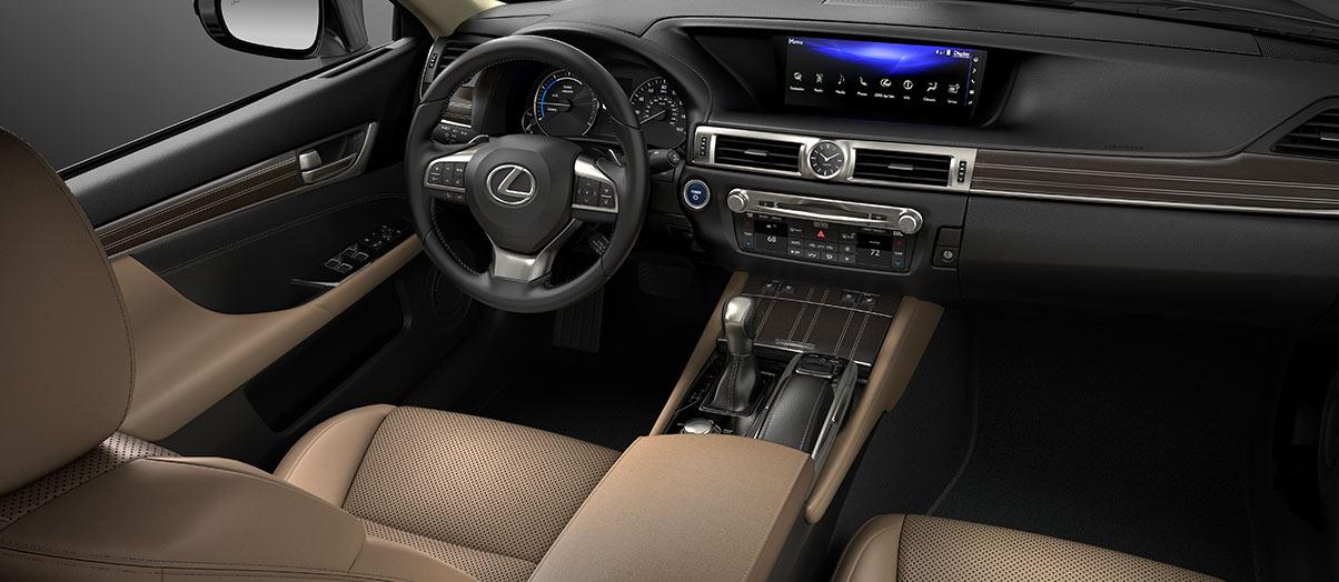 Khoang lái thể thao, đơn giản và thực dụng như các dòng GS