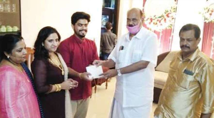 couple from Kottayam has donated Rs 25,000 to CMDRF