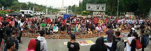 Petani menyemen kaki menolak pembangunan Pabrik Semen