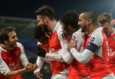 Arsenal players celebrating win