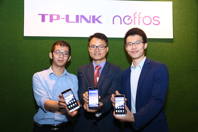 (From left to right) Wayne Zhang, Product Manager, Mobile Phone Division, TP-Link Malaysia; Robert Hu, Regional Manager of Asia-Pacific and Middle East Africa (MEA), Neffos; Hugo Cai, Country Manager, TP-Link Distribution Sdn. Bhd.