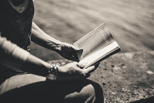 Jenis Pekerjaan Untuk yang Hobi Membaca Buku