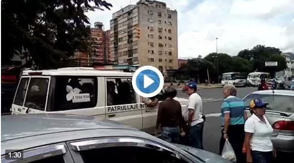 Policías  Nacionales adoran disparar bombas contra niños de 2 años