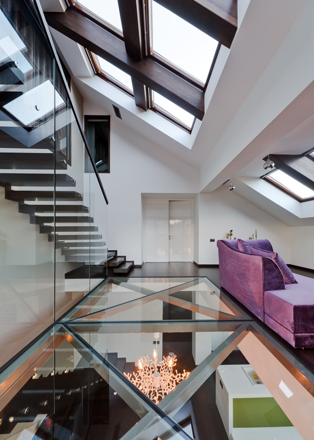 Picture of the modern glass floor