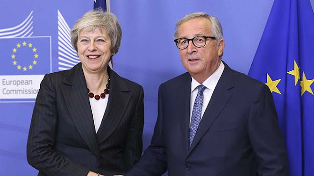 62eaec012 European Commission President Jean-Claude Juncker (R) shakes hands with  British Prime Minister Theresa May during their meeting in Brussels,  Belgium, ...