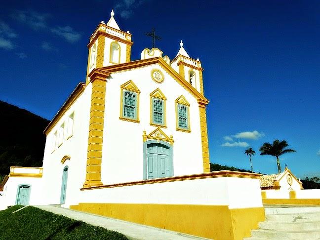 A Igreja de Nossa Senhora da Lapa do Ribeirão começou a ser construída em 1763, no Ribeirão da Ilha, Florianópolis