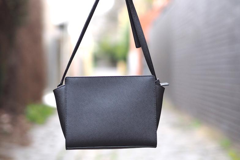Kate Spade small black bag, fashion blogger