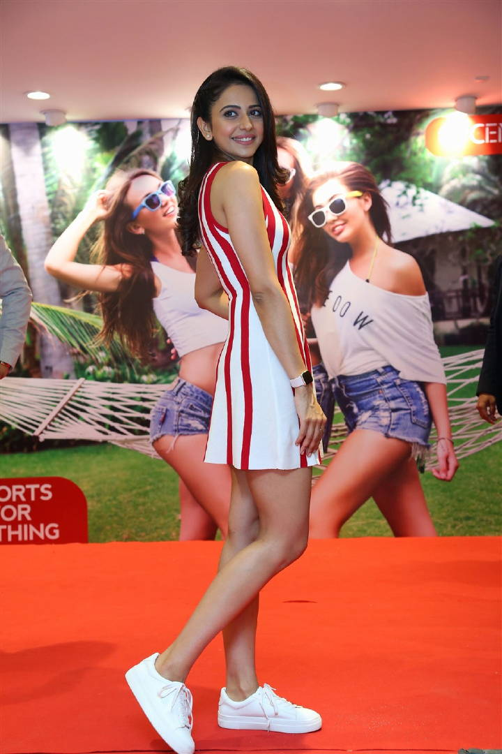Rakul            Preet Singh Long Legs Show