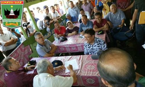 """Pembebasan Lahan Jalan Tol Padang-Pekan Baru, Menteri PUPR dan Wagub Gelar """"Rapat Rakyat"""" di Padang Pariaman"""