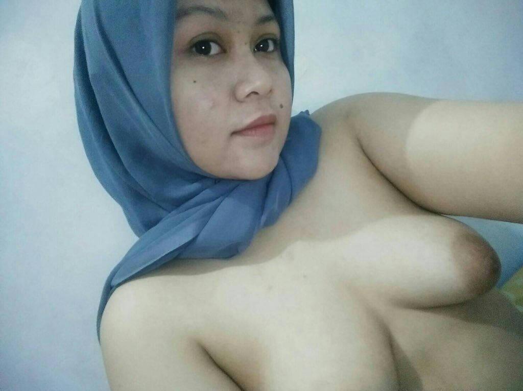 jilbab chubby toket gede lagi narsis   foto abg bugil
