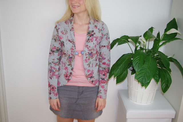 https://basteltantesnaehkaestchen.blogspot.com/2017/07/blumchen-cardigan-aus-french-terry-2.html
