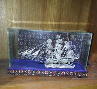 miniatur kapal perak handmade