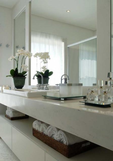 Construindo Minha Casa Clean 20 Bancadas Brancas de BanheirosLavabos  Veja # Banheiro Decorado De Casal