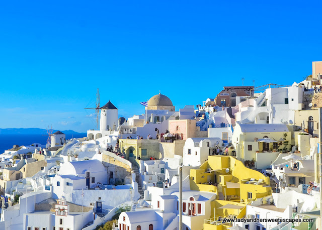 Oia is the most picturesque village of Santorini.