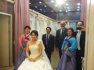 Getting married in Korea - Family in the changing room