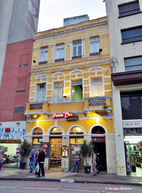 Vista ampla da fachada do Ponto Chic - Centro - São Paulo