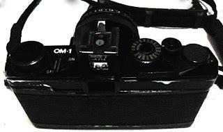 Olympus OM-1 tampak belakang