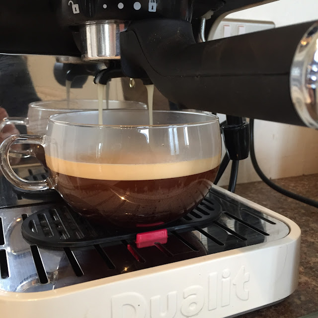 Dualit 3-in-1 coffee machine in action