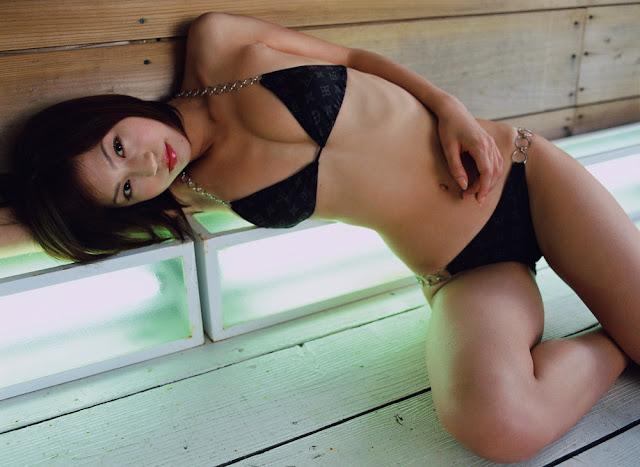 Asian-girl-bikini-babe