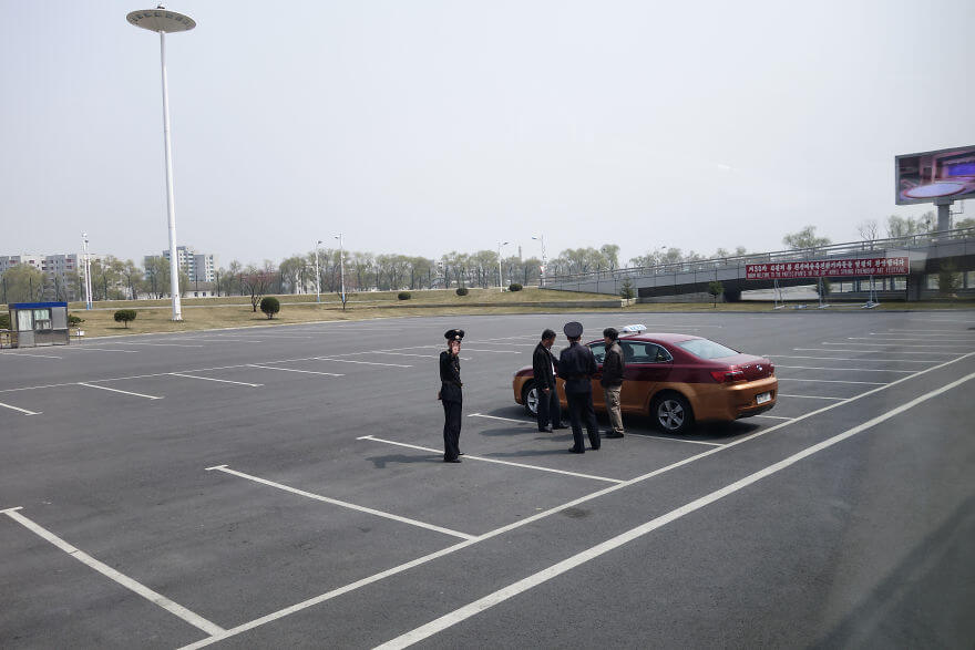 Take A Look At The Incredibly Disturbing Differences Between South And North Korea (Pictures & Video) - Parking Lot