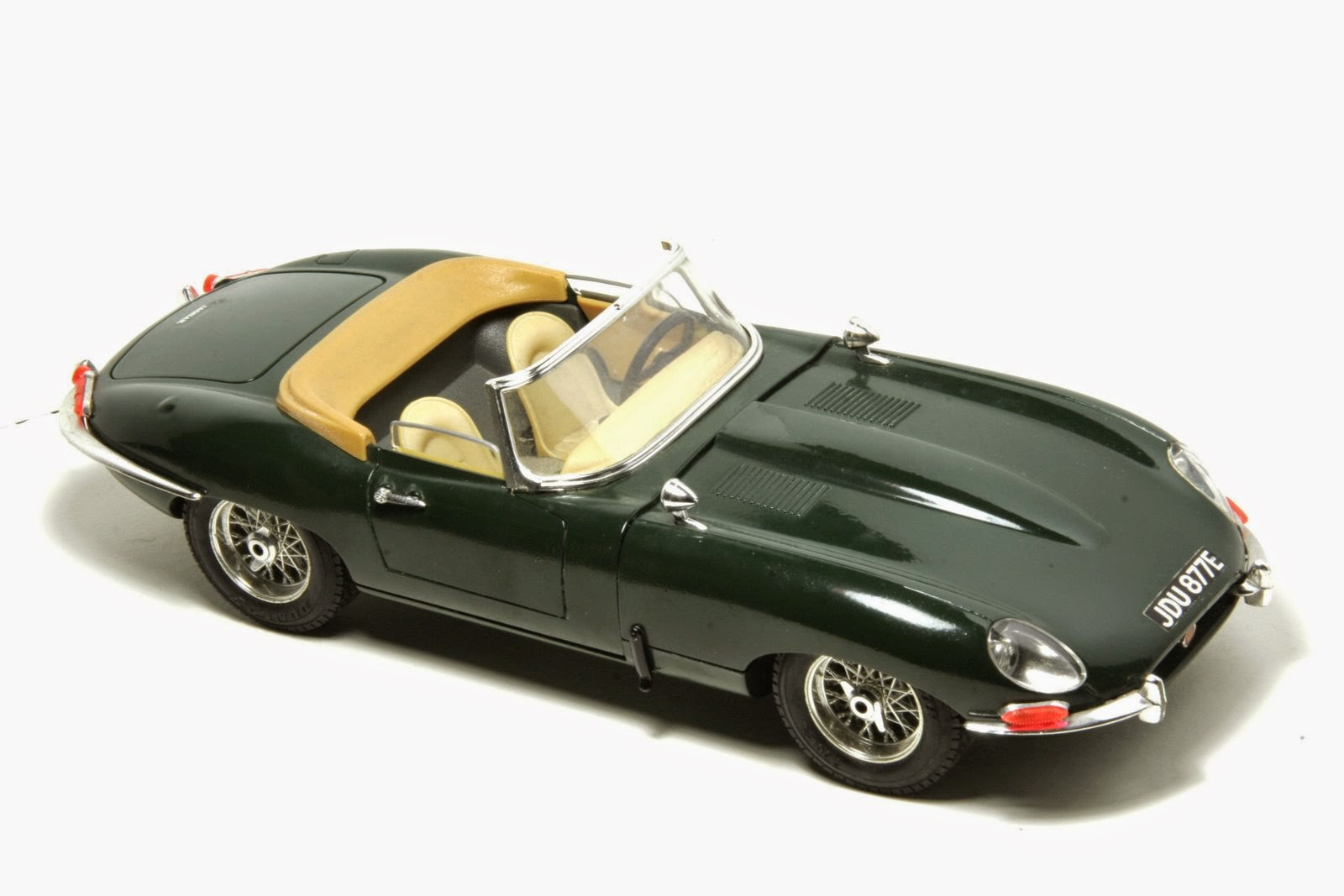 1/18 Bburago 1961 Jaguar E Type Convertible