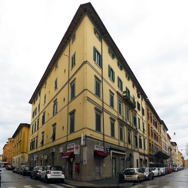 Edificio d'angolo fra via Goldoni e via Maggi, Livorno