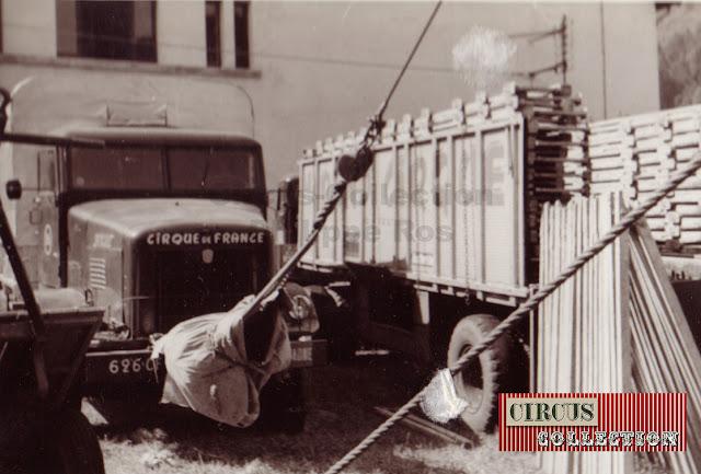 camion et remorque du cirque