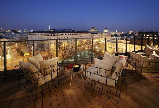 Visite um bar de Viena à noite