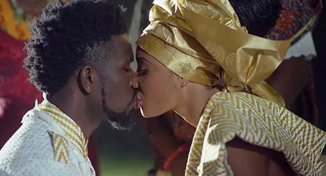 Bisa Kdei ft. Obrafour – Samina  (Official Video)