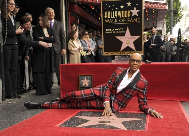 Rainha: RuPaul ganha estrela na calçada da fama em Hollywood