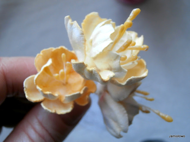 kwiaty ręcznie robione z papieru