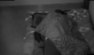 Fantasma ataca a hombre mientras duerme