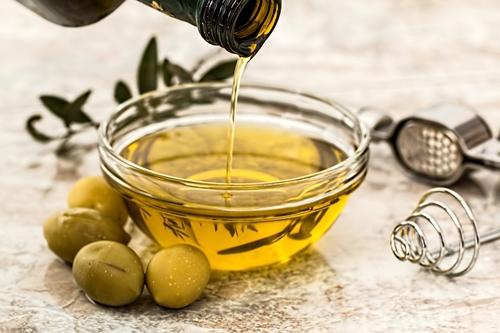 Blog Flor do oriente, Projeto Rapunzel, Umectação capilar, azeite de oliva no cabelo, beneficios do azeite, passo a passo, nutirção, azeite extra virgem