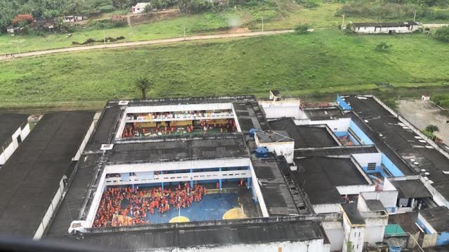 Operação localiza facas, drogas, celulares e chips em presídio de Itabuna