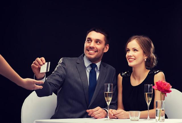 Πρέπει ο άντρας να πληρώνει τα πάντα στα πρώτα ραντεβού;