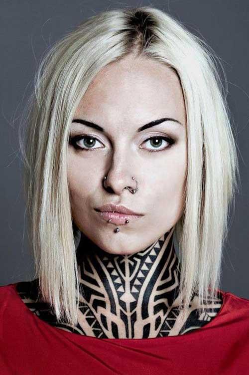 boynu dövmeli kadın