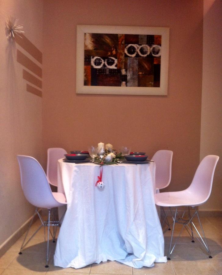 mesa decorada para celebrar cenas navidad