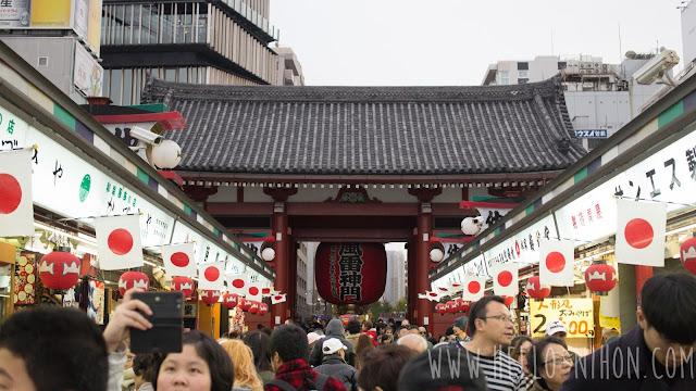 Nakamise-dori shopping street and Kaminarimon in Asakusa