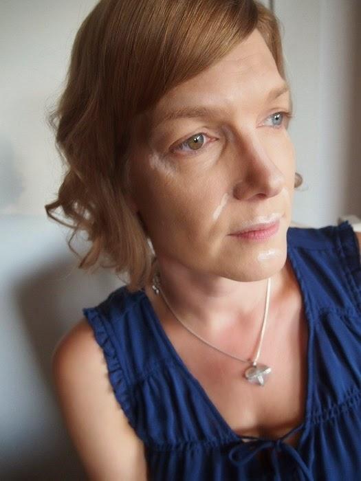 neljäkymmentä vuotias nainen