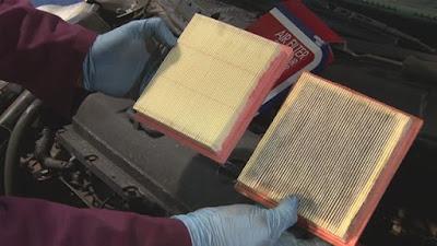 Memeriksa Saringan Udara Mobil