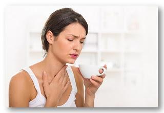 Теплая вода помогает организму при болях в горле